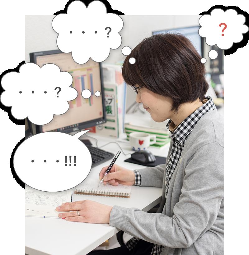ライターがノートに文字を書いている写真